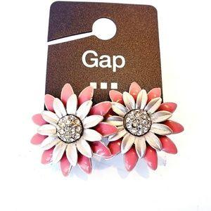Women floral design pink and silver studs